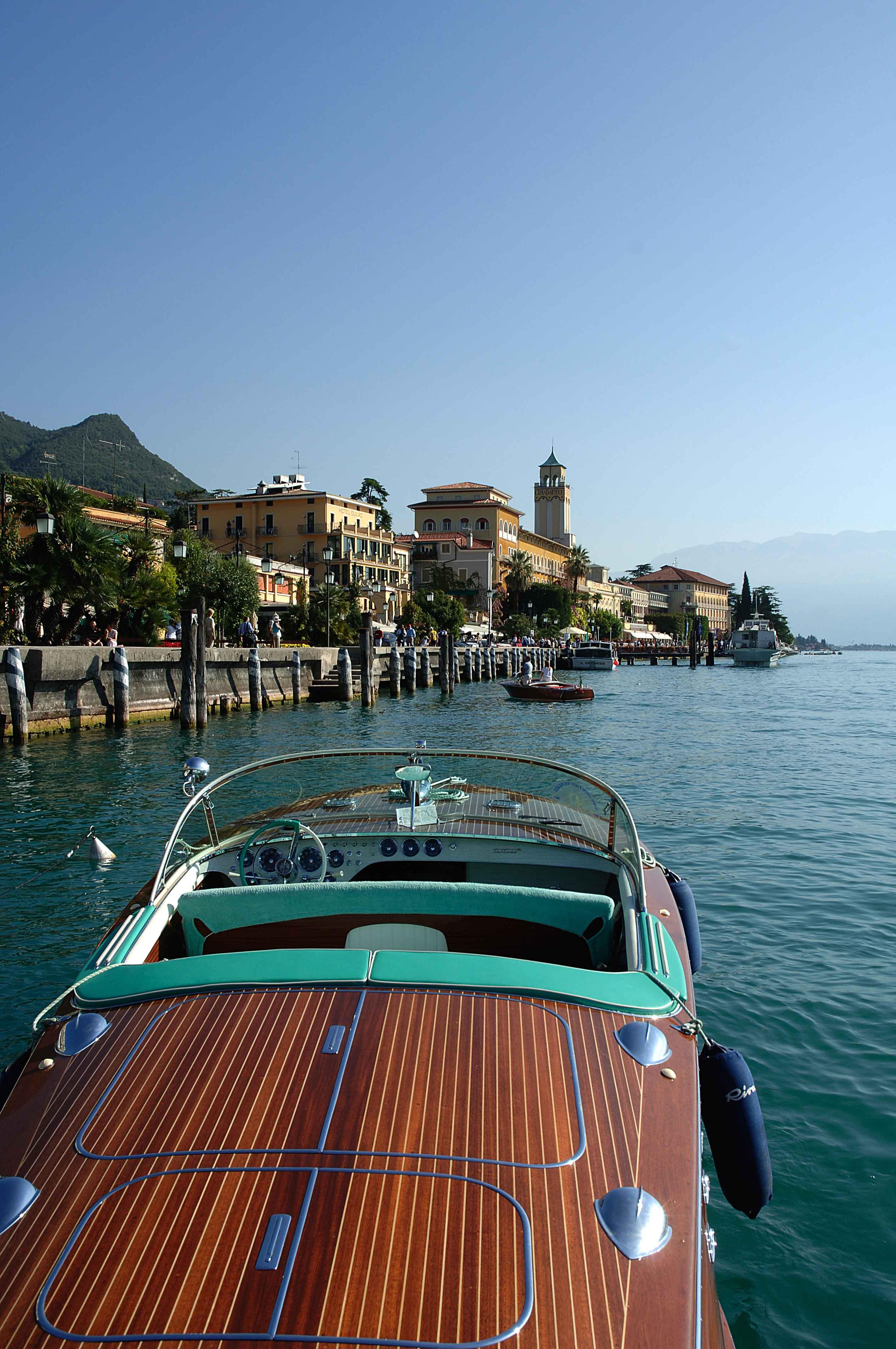 Barca sul lago d'Iseo